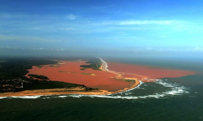 Enorme derrame de lodos tóxicos mineros en Brasil